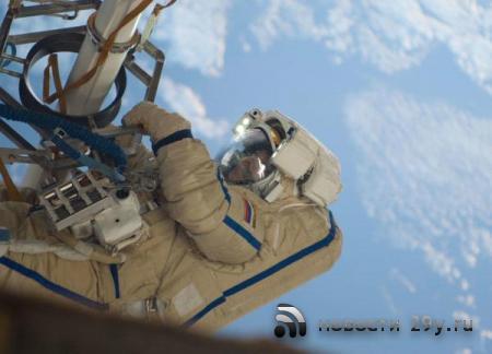 Прямая трансляция: Российский экипаж МКС вышел в открытый космос для провер ...